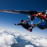 Beleef een unieke ervaring tijdens parachutespringen