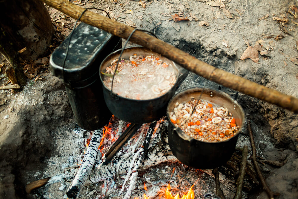 dutch oven boven vuur